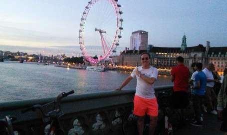 Me in front of the Eye.  Look at those shorts.